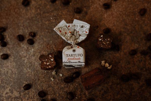 Antica Torroneria Tartufo Pralinato - dolce di Alba ~ Trüffel-Pralinen